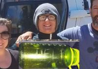 Tūristi atrada pudeli ar lūgumu pēc palīdzības – un izglāba trīs cilvēku ģimeni