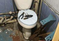 22-gadus vecs puisis izremontēja vannasistabu  kā dāvanu mammai
