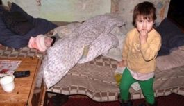 Mūsu kāpņutelpā dzīvo sieviete. Viņai ir pieci bērni un ir stāvoklī ar sesto