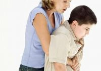 Ja cilvēks aizrijies, nevajag viņam sist pa muguru. Ir efektīvāks veids