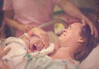 """Ārste bļāva: """"Jūs saprotat, ka tā ir nasta dzīvei? Bērns būs kroplis!"""" Sākās dzemdības …"""