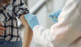 Atklāj, kāds varētu būt rīcības plāns attiecībā pret tiem Latvijas iedzīvotājiem, kuri nebūs vakcinējušies